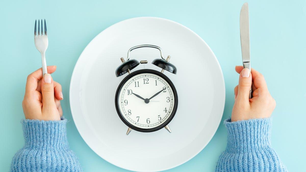 Chrono-nutrition assiette à table