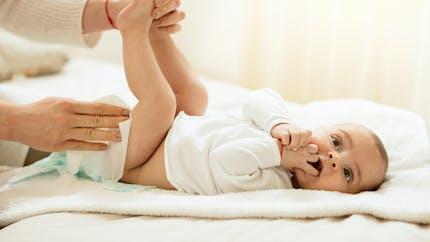 Couleurs des selles chez bébé : comment les interpréter ?