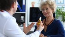 Cancer du poumon : elle refuse les traitements classiques, sa tumeur régresse, grâce à l'huile de CBD ?
