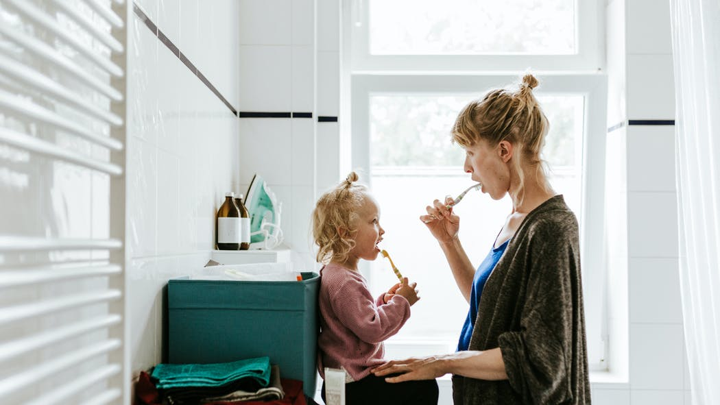 Hygiène bucco-dentaire du bébé et de l'enfant : des dentistes rappellent les gestes à adopter et à quel âge