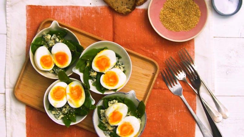 Salade de pois gourmands au bleu et à l'oeuf mollet