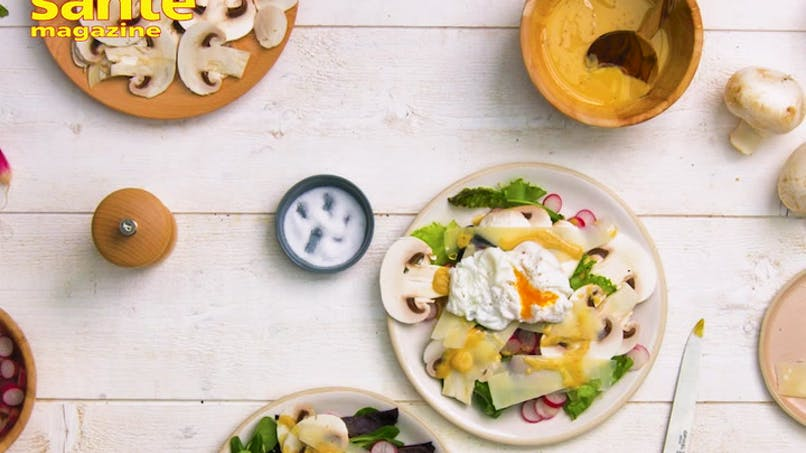 Salade verte, radis et œuf poché