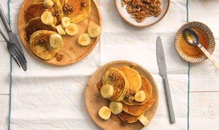 Recette de pancakes aux noix et à la banane en vidéo