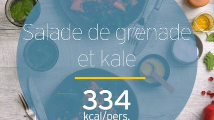 Salade de chou kale à la grenade et au kaki