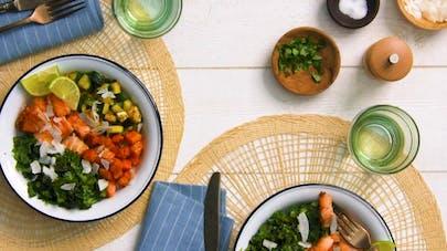 Poke bowl au saumon et chou kale
