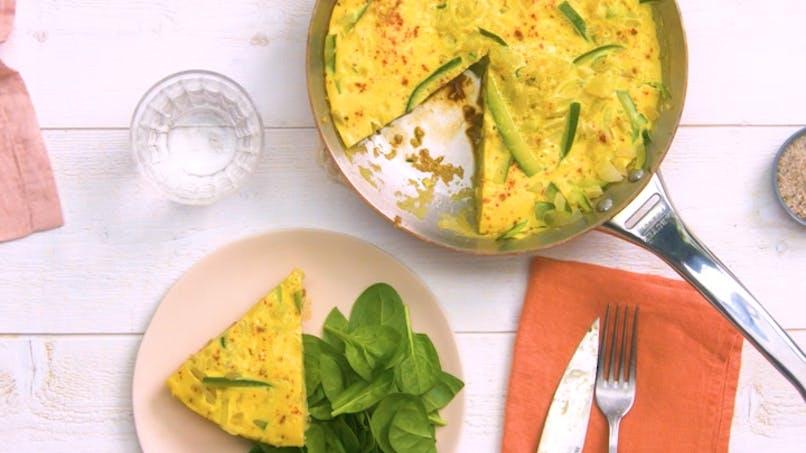 Recette de la tortilla aux oignons et aux courgettes en vidéo